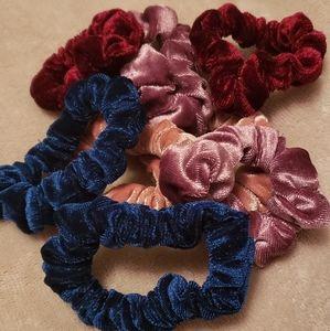 💐2/$10 Velvet Scrunchies
